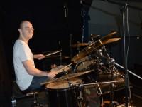 Alex beim Soundcheck am Schlagzeug