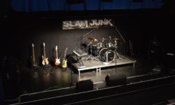 Ganz leere Bühne vor dem Auftritt
