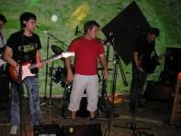Toni, David und Tim spielen beim ersten Gig von Hit The Dog