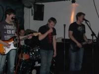 Toni, Alex, David und Tim konzentrieren sich auf ihre Instrumente